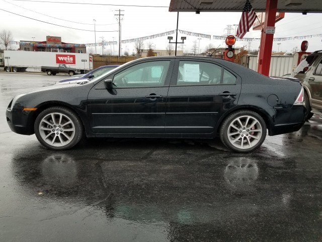 2008 Ford Fusion SE for sale at Mull's Auto Sales