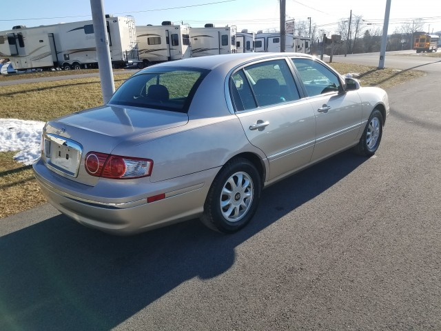 2004 Kia Amanti Sedan for sale at Mull's Auto Sales