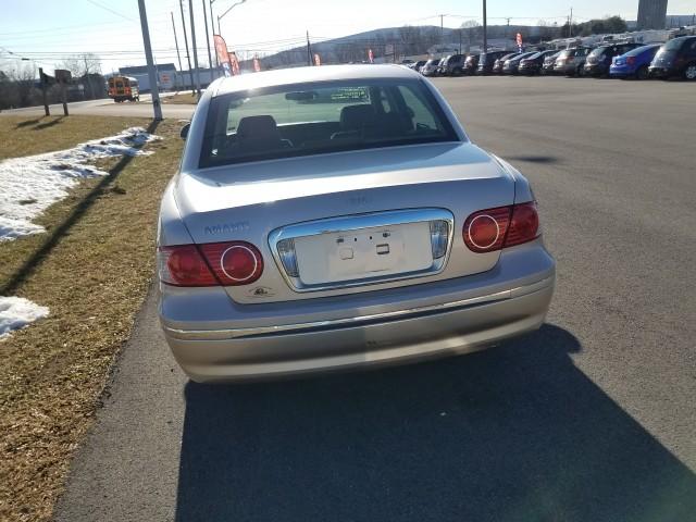 2004 Kia Amanti Sedan for sale at Mull's Auto Sales