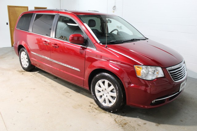 2014 CHRYSLER TOWN & COUNTRY TOURING for sale | Used Cars Twinsburg | Carena Motors