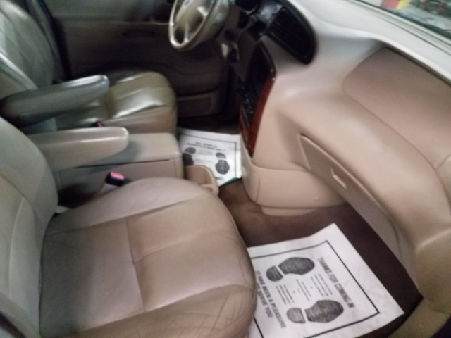 2003 Ford Windstar SEL for sale at Mull's Auto Sales