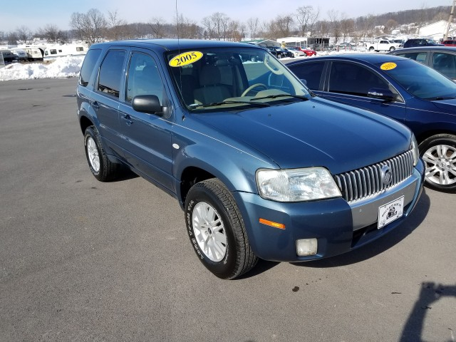 2005 Mercury Mariner Luxury 4WD for sale at Mull's Auto Sales