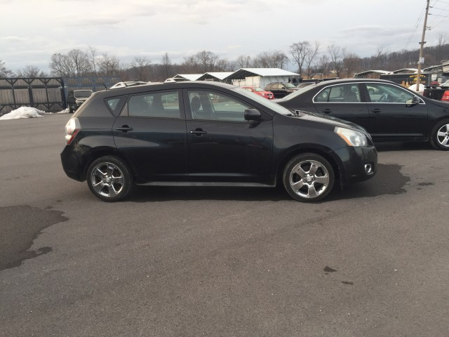2009 Pontiac Vibe 2.4L for sale at Mull's Auto Sales
