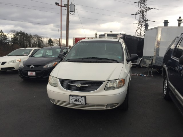 2001 Chrysler Town & Country Limited for sale at Mull's Auto Sales