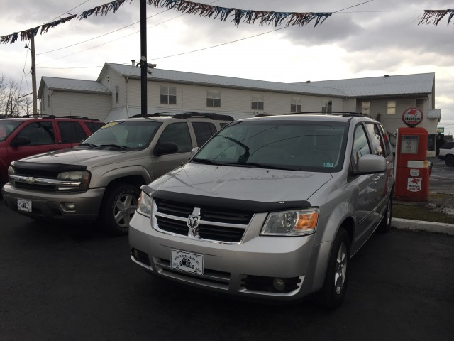 2009 Dodge Grand Caravan SXT for sale at Mull's Auto Sales