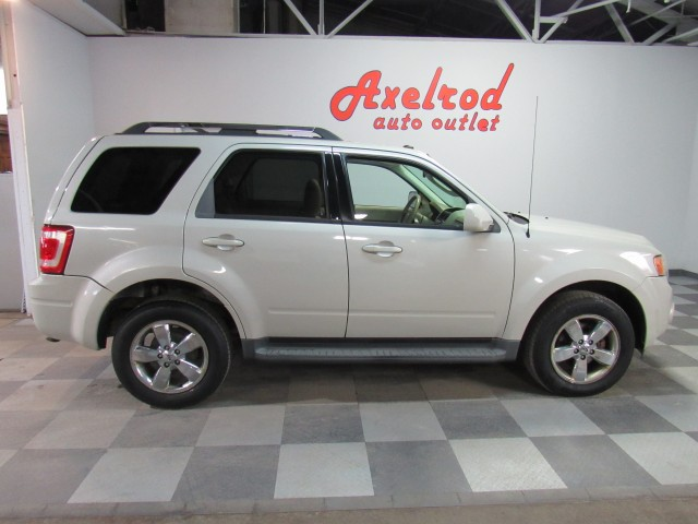 2009 Ford Escape Limited 4WD I4 in Cleveland