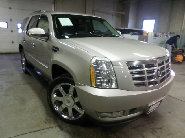 2007 CADILLAC ESCALADE LUXURY for sale at Action Motors