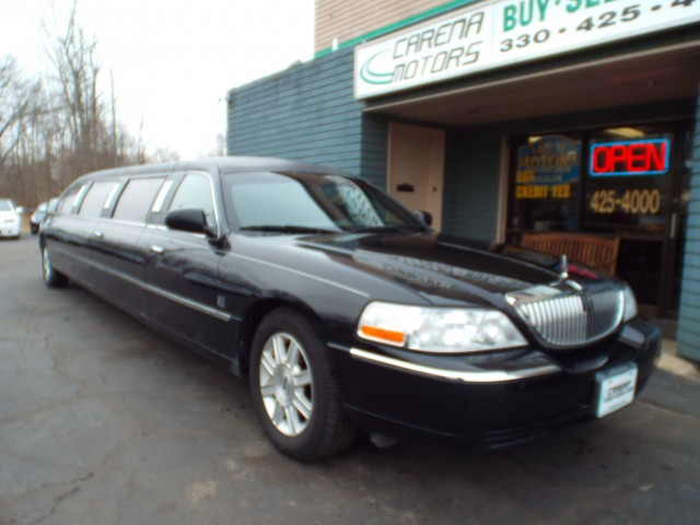 2011 LINCOLN TOWN CAR for sale at Carena Motors