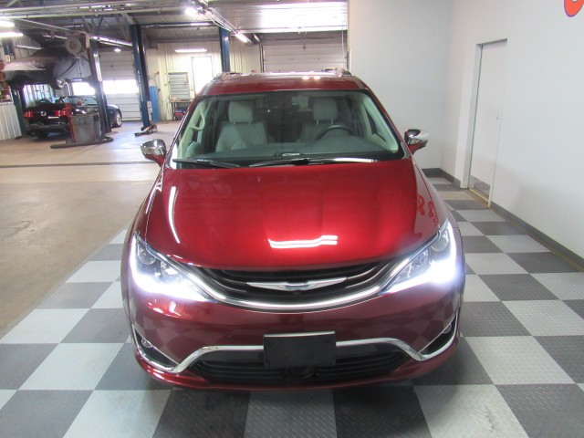 2018 Chrysler Pacifica Hybrid Limited in Cleveland