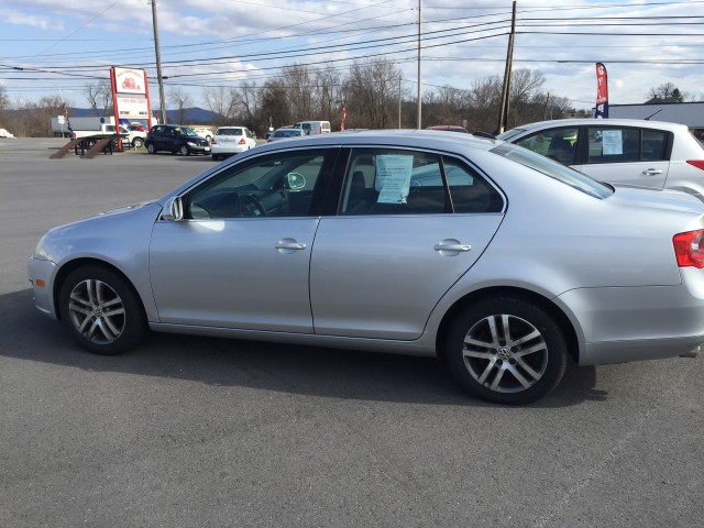 2005 Volkswagen Jetta 2.5L for sale at Mull's Auto Sales
