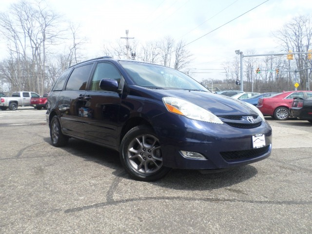 2006 TOYOTA SIENNA XLE for sale at Action Motors