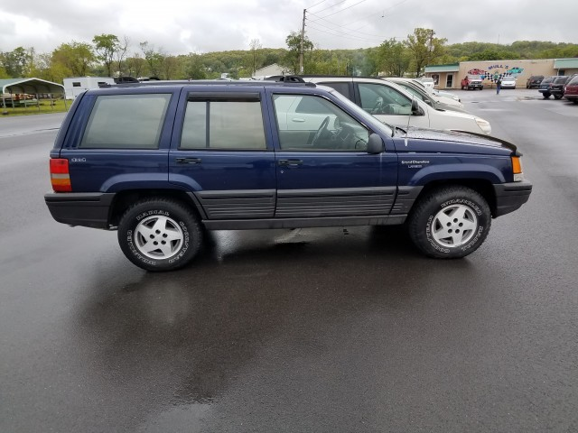 1994 Jeep Grand Cherokee SE 4WD for sale at Mull's Auto Sales