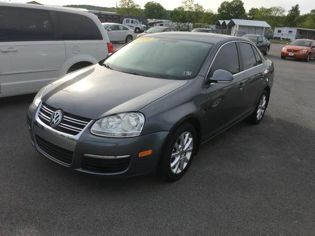 2010 Volkswagen Jetta SE PZEV for sale at Mull's Auto Sales