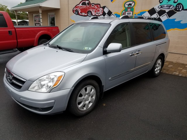 2007 Hyundai Entourage Limited for sale at Mull's Auto Sales