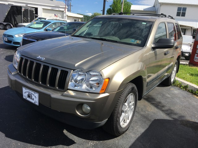 2005 Jeep Grand Cherokee Laredo 4WD for sale at Mull's Auto Sales