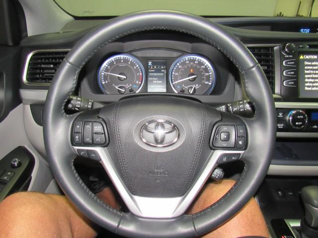 2019 Toyota Highlander SE AWD V6 in Cleveland