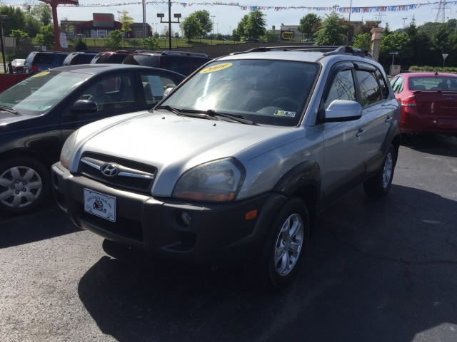 2009 Hyundai Tucson SE 2.7 4WD for sale at Mull's Auto Sales