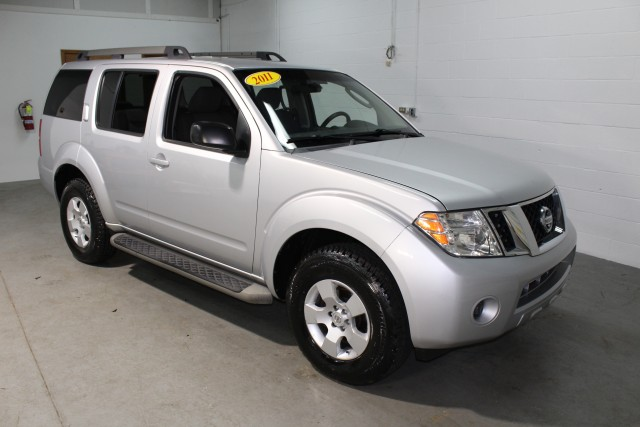 2011 NISSAN PATHFINDER S for sale | Used Cars Twinsburg | Carena Motors