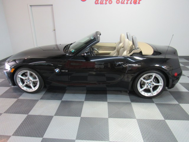 2006 BMW Z4 Roadster 3.0si in Cleveland