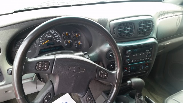 2002 Chevrolet TrailBlazer LT 4WD for sale at Mull's Auto Sales