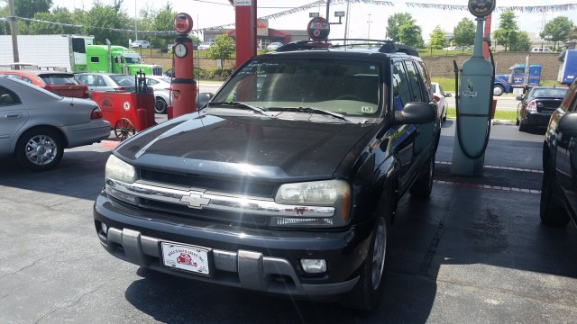 2004 Chevrolet TrailBlazer EXT LT 4WD for sale at Mull's Auto Sales