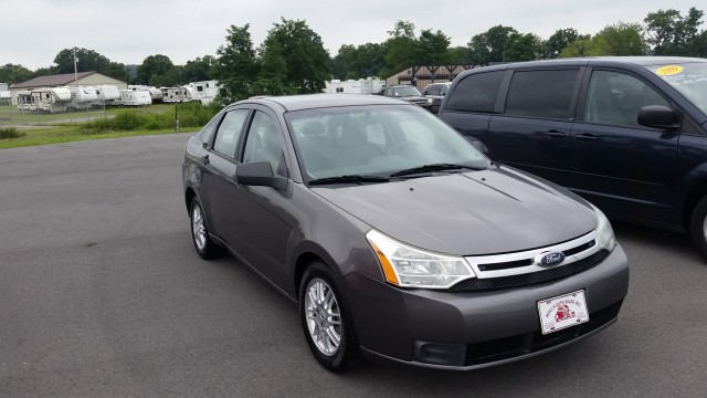 2009 Ford Focus SE Sedan for sale at Mull's Auto Sales