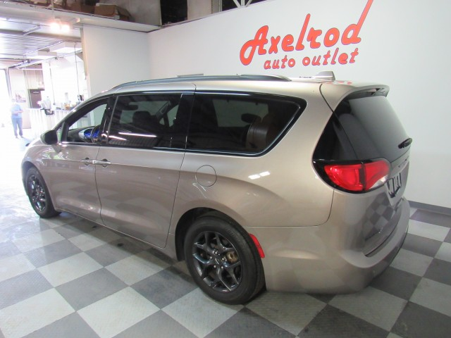 2018 Chrysler Pacifica Touring-L Plus in Cleveland