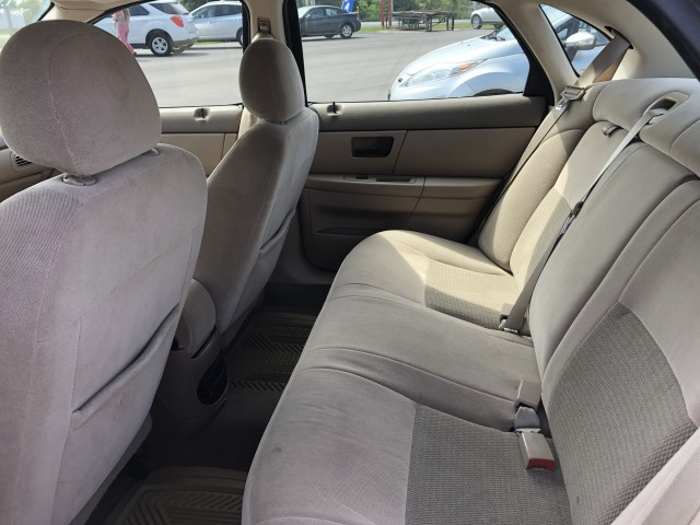 2005 Ford Taurus SEL for sale at Mull's Auto Sales