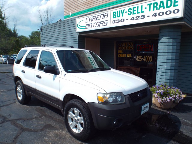 2005 FORD ESCAPE XLT for sale at Carena Motors