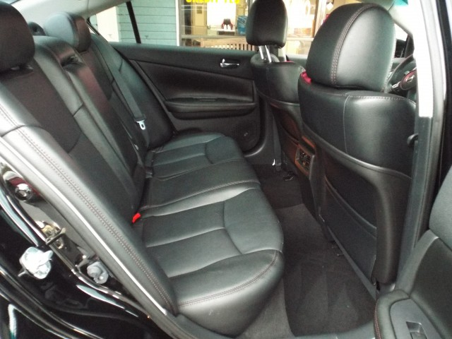 2013 NISSAN MAXIMA SV for sale at Carena Motors
