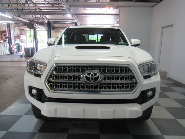 2017 Toyota Tacoma SR5 Double Cab TRD Sport V6 6AT 4WD in Cleveland