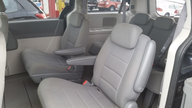 2008 Dodge Grand Caravan SE for sale at Mull's Auto Sales