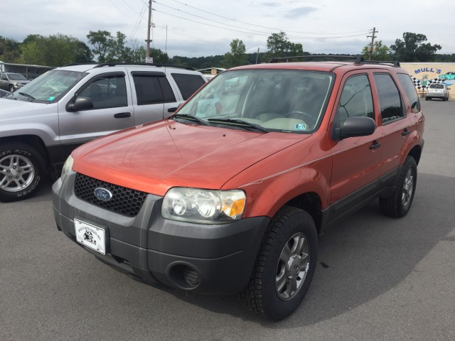 2005 Ford Escape XLS 4WD Manual for sale at Mull's Auto Sales