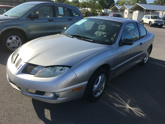 2005 Pontiac Sunfire Coupe w/1SV for sale at Mull's Auto Sales
