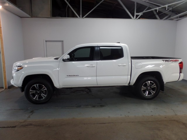 2017 toyota tacoma sr5 double cab trd sport v6 6at 4wd for sale at axelrod auto outlet view. Black Bedroom Furniture Sets. Home Design Ideas
