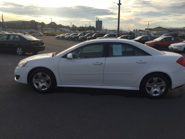 2010 Pontiac G6 Base for sale at Mull's Auto Sales