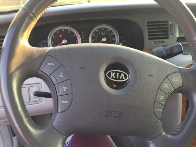 2005 Kia Amanti Sedan for sale at Mull's Auto Sales