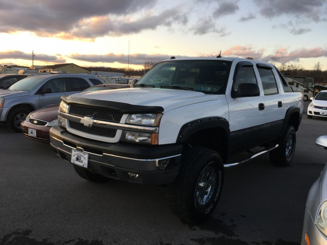 2004 Chevrolet Avalanche 1500 4WD for sale at Mull's Auto Sales