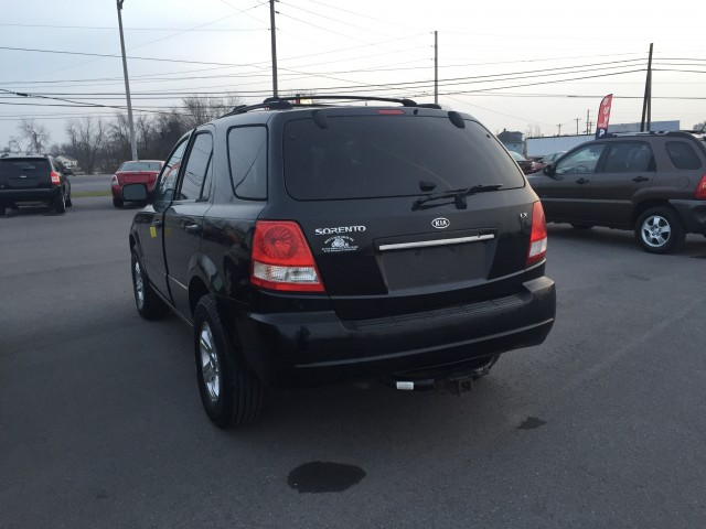 2005 Kia Sorento LX 4WD for sale at Mull's Auto Sales