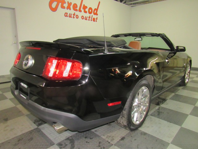 2010 Ford Mustang GT Coupe Premium in Cleveland